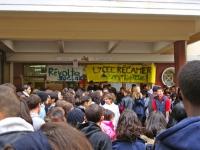 Givors: des élèves soutiennent leurs profs