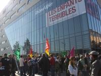 TER : Une centaine de personnes mobilisée contre la suppression des contrôleurs