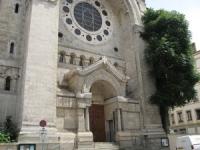 Trois Lyonnais complètement ivres entrent par effraction dans une église