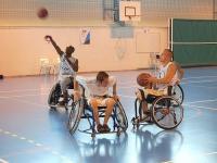 Un match de basket valides contre non-valides à St Priest