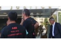 Les salariés d'ABB bloquent leur usine