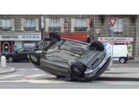 Lyon : une voiture termine sa course sur le toit sur l'A7