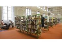 Des automates et un robot trieur dans les bibliothèques de Lyon