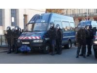 Elle voulait être gendarme à l'aéroport de Lyon, mais elle faisait le plein d'essence avec la carte du poste