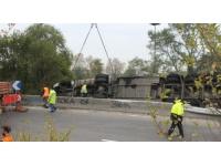 Un camion se couche sur une Nationale à Vaulx-en-Velin