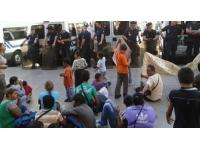 Les expulsés de Perrache devant l'Hôtel de Ville