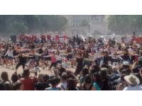 Un flashmob à Lyon pour les fans du LOU Rugby