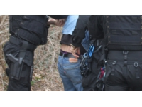 Un jeune fugueur tente d'étrangler un policier