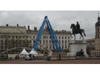 La Grande Roue en cours d'installation sur la Place Bellecour