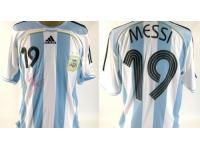 Grande vente aux enchères de maillots de foot samedi à Lyon