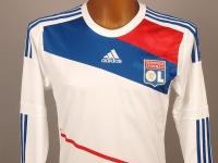 Le nouveau maillot domicile de l'OL dévoilé sur Twitter