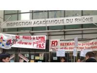 Une quarantaine d'enseignants s'est réunie jeudi devant le rectorat de Lyon