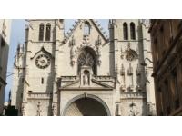 Religion : un prêtre catholique du Rhône remplacé par son frère jumeau