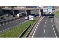 Lyon : un camion perd ses nacelles sur le périph'