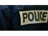 Il attaque deux agents de sécurité à coups de barre de fer