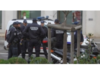 Une jeune femme agressée au couteau dans le hall d'un immeuble