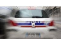 Lyon : suite à un différend commercial, il frappe un client avec un couteau et une planche
