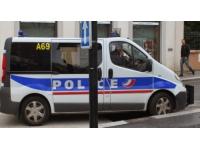 Vaulx en Velin : interpellée pour un vol, elle tente de frapper les policiers en garde à vue