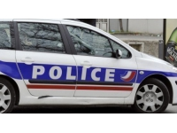 Un automobiliste arrêté pour avoir percuté deux policiers