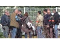 La BAC menacée avec une carabine dans un camp de gens du voyage