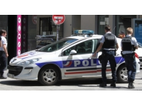 Un homme poignarde sa femme à Villeurbanne, puis tente de se suicider
