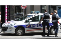Arrêté pour avoir menacé sa voisine avec un haltère