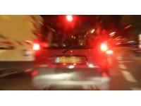 Lyon : il vole 3 roues à une voiture et finit dans un terre-plein