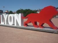 La statue Only Lyon arrive à la Part-Dieu