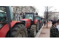 Rhône : il termine le défilé des conscrits en ayant un accident avec un tracteur