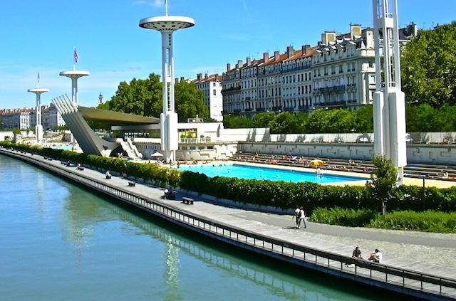 La météo de juillet plombe la  fréquentation des piscines de Lyon
