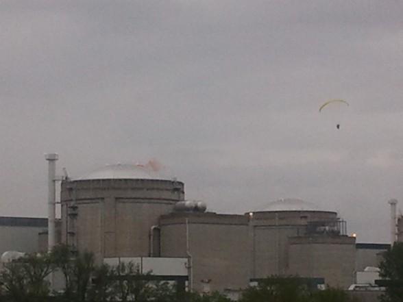 Un militant de Greenpeace atterrit dans la centrale du Bugey