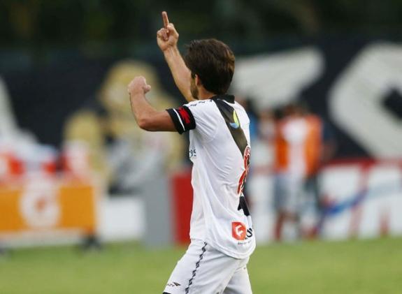 Juninho invente le double doigt d'honneur - VIDEO