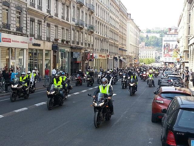 3000 motards en colère ont défilé dans les rues de Lyon