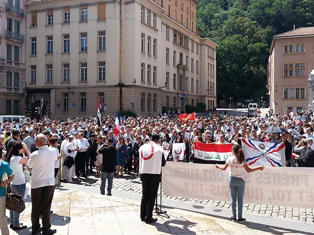 Lyon : 400 personnes Place Saint-Jean pour soutenir les Chrétiens d'Irak