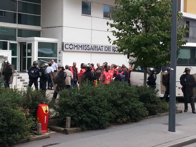 Les militants emmenés au commissariat de Villeurbanne - LyonMag