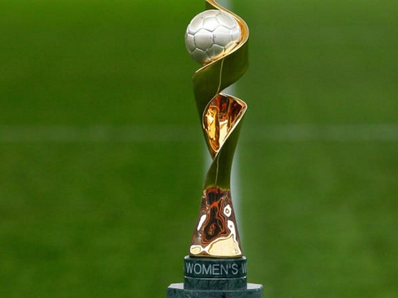 Football le troph e de la coupe du monde f minine - Coupe du monde de football feminin ...