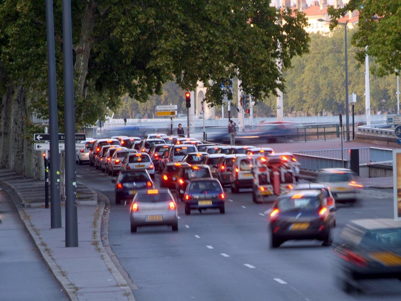 lors de la circulation altern e lyon les automobilistes ont roul plus vite. Black Bedroom Furniture Sets. Home Design Ideas