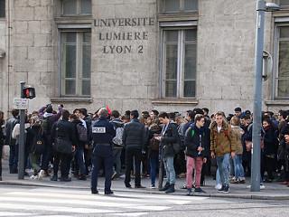 Faculté de Lyon 2 : l'Assemblée générale étudiante vote le blocage