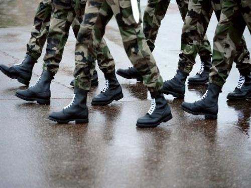 Des uniformes militaires exposés à la Sucrière