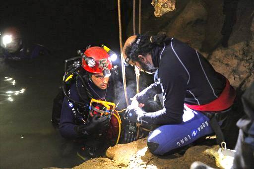 Ardèche: le spéléologue serait vivant