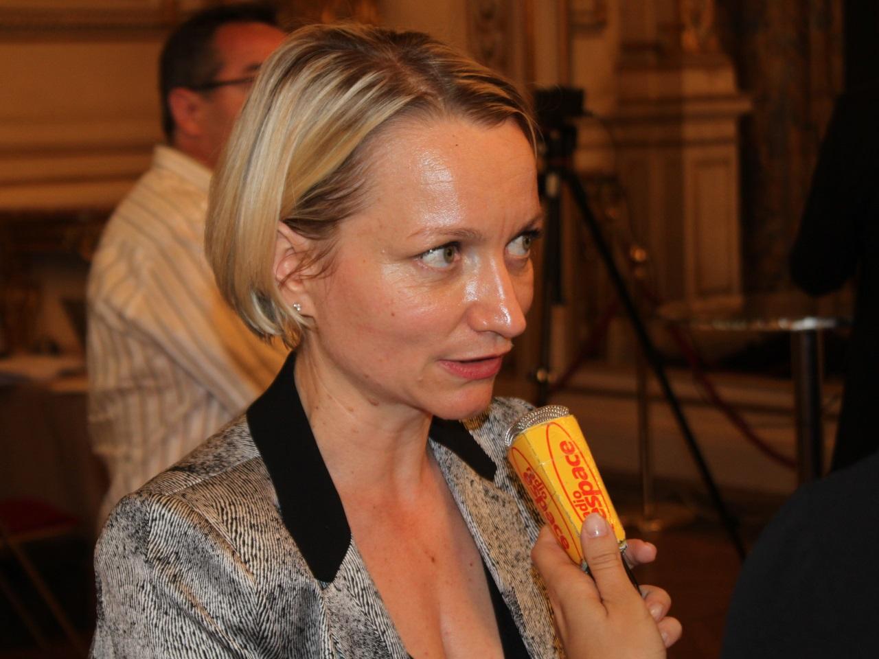 Le comportement de l'épouse de Gérard Collomb est critiqué dans le Rhône