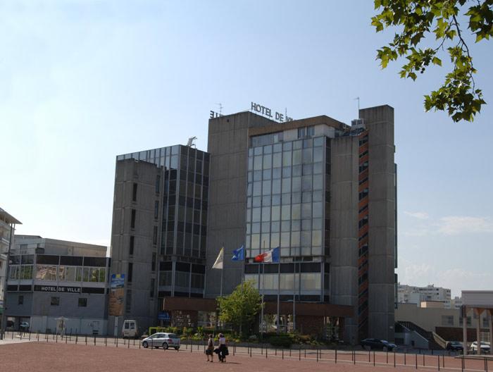 Le Front de Gauche arrive à la mairie de Vaux-en-Velin