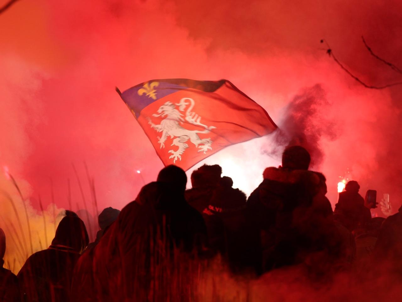 Drapeau nazi, racisme… Un supporter interpellé après Moscou — OL