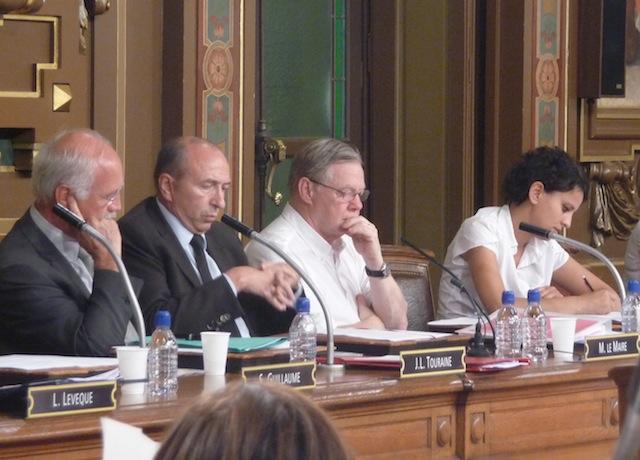 Piscines, horodateurs et écrêtement pour la dernière séance du Conseil municipal