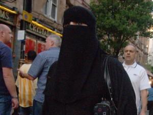 Le port de la burqa divise