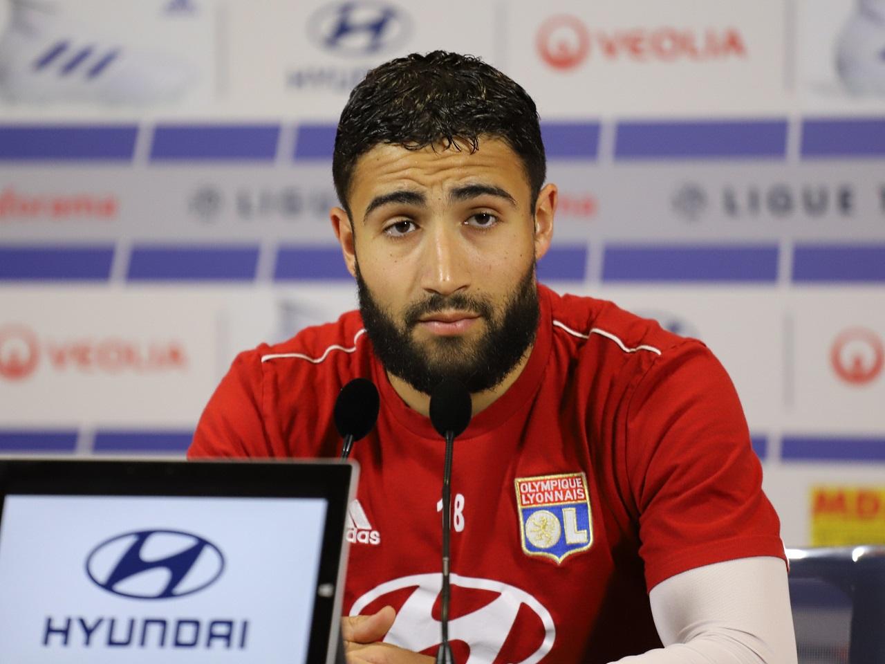 OL - Mercato : Sylvinho annonce le départ de Nabil Fékir