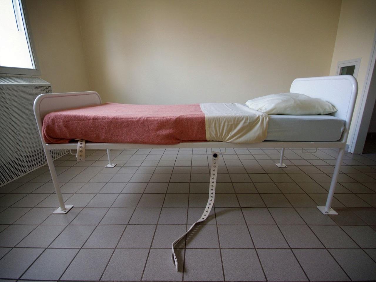 2 Soeurs À Enculer mions : hospitalisée d'office après avoir poignardé sa soeur