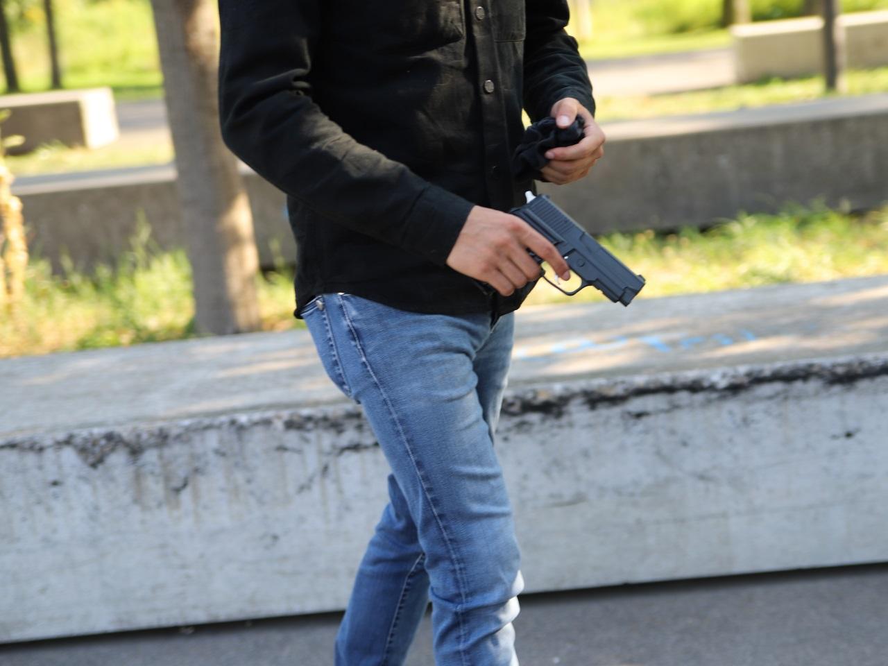 Armé, il vient de Bourgoin-Jallieu pour tirer en l'air en pleine nuit à Villeurbanne