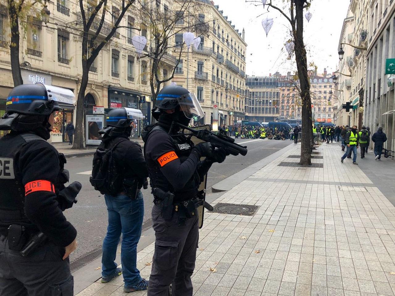 Gilets jaunes: 60 000 policiers et gendarmes samedi, les