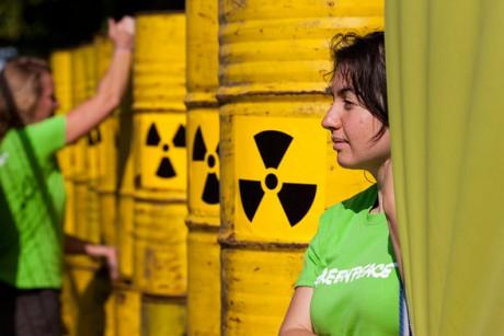 Lyon : mobilisation de Greenpeace pour dénoncer les liens entre la HSBC et la déforestation